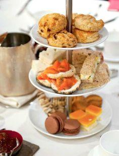 溫哥華香格里拉大酒店內,熱愛中國茶文化的80位賓客享用了一次不同以往的品茶體驗——英式下午茶。
