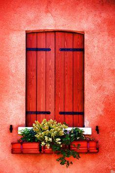 Em Veneza, província de Veneza na região do Vêneto, Itália. Fotografia: Brian Davis. https://fineartamerica.com/featured/8-venice-untitled-brian-davis.html