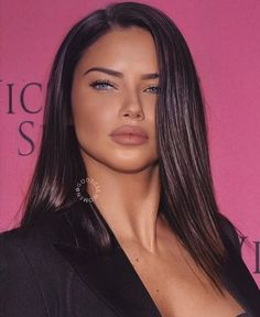 one of the most beautiful woman sexy brunette girls Adriana Lima sexy brunette girls Pelo Adriana Lima, Adriana Lima Makeup, Adriana Lima Body, Adriana Lima Style, Look Kylie Jenner, Pretty Blonde Girls, Brunette Girl, Bun Hairstyles, Hair Colors