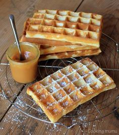 crispy waffle recipe with a sauce of .- crispy waffle recipe with caramel and salted butter sauce - Caramel Recipes, Waffle Recipes, Meat Recipes, Cooking Recipes, Chefs, Crispy Waffle, Crepes And Waffles, Cooking Chef, Love Food