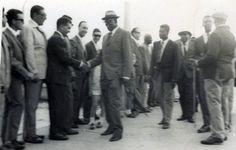 Que en paz descanse. Fue el presidente de la Guinea Ecuatorial durante los cuatro años que Guinea tuvo el estatus de autonomía de España. Era un hombre de estatura considerable. Imágenes de don Bonifacio Ondo Edu.- El Muni. Kogo, en el pantalán, saludando...