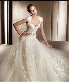 My absolute dream dress...too bad the original is $13,000. lol