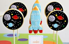 outer space cookies - future birthday party idea for Lane Cookies For Kids, Cute Cookies, Sugar Cookies, Baby Cookies, Heart Cookies, Astronaut Party, Outer Space Party, Birthday Cookies, Valentine Cookies