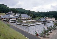 亀田城-岩城2万石の城。復元され、美術館となっている。 KAMEDA castle - The castle of Iwaki. It is restored and has become an art museum.