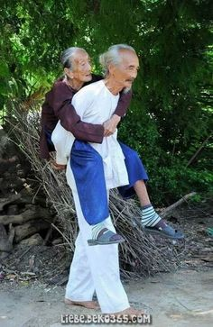 Powerful Image of People Photography Old Couples Vieux Couples, Old Couples, Couples In Love, Old Love, Just Love, True Love, Growing Old Together, Old Folks, Endless Love