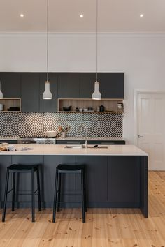 Trendy kitchen floor black and white ceilings 22 ideas Black Kitchen Cabinets, Black Kitchens, Kitchen Tiles, Kitchen Flooring, New Kitchen, Home Kitchens, Kitchen Dining, Kitchen Decor, Kitchen Black