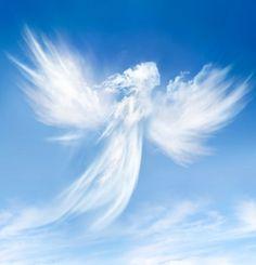 """""""Il primo pensiero di Dio fu un angelo. La prima parola di Dio fu un uomo"""". Frasi, citazioni e aforismi sugli angeli."""