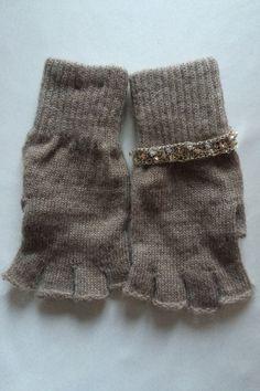 """Linea guanti """"la destra non è  uguale alla sinistra"""" di Marinacrea60 su Etsy https://www.etsy.com/it/listing/259811614/linea-guanti-la-destra-non-e-uguale-alla"""