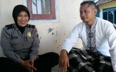 Rela Tak Jadi Umroh, yang Dilakukan Kedua Polisi Ini Sungguh Luar Biasa - http://www.rancahpost.co.id/20160758742/rela-tak-jadi-umroh-yang-dilakukan-kedua-polisi-ini-sungguh-luar-biasa/