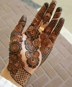 Explore Best Mehendi Designs and share with your friends. It's simple Mehendi Designs which can be easy to use. Find more Mehndi Designs , Simple Mehendi Designs, Pakistani Mehendi Designs, Arabic Mehendi Designs here. Dulhan Mehndi Designs, Henna Mehndi, Mehandi Designs, Mehndi Mano, Henna Tatoos, Arte Mehndi, Mehndi Designs Finger, Henna Hand Designs, Stylish Mehndi Designs