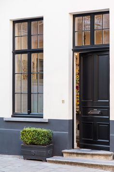 Aluminium Windows And Doors, Front Doors With Windows, House Windows, Latest House Designs, Modern Entrance, Exterior Remodel, Architecture Design, Window Design, Cottage Style