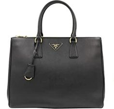 Prada Saffiano Handbag 1ba786nzvf0002 #pradahandbagsvintage #pradahandbagssmall #pradahandbagsbrown #pradahandbagsleather #pradahandbagstaylorswift #pradahandbagscrossbody Burberry Handbags, Prada Handbags, Fashion Handbags, Purses And Handbags, Fashion Bags, Leather Handbags, Women's Fashion, Trendy Handbags, Prada Bag