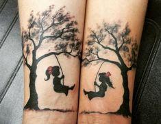 As ideias de tatuagem para fazer com a sua irmã são infinitas e podem simbolizar o amor e cumplicidade que existe entre vocês.