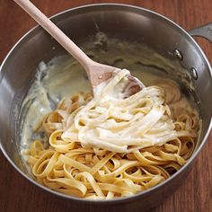 Fettuccine Alfredo: An Italian pasta with a traditional creamy white sauce that blends Parmesan cheese and whipping cream. This fettuccine Alfredo recipe is sure to become a family favorite! Easy Pasta Recipes, Great Recipes, Cooking Recipes, Favorite Recipes, Sauce Recipes, Make Alfredo Sauce, Alfredo Sauce Recipe With Heavy Whipping Cream, Shrimp Alfredo Recipe With Jar Sauce, Authentic Alfredo Sauce