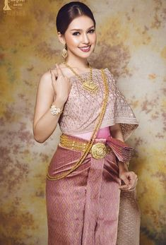 ( by khmer models ) costume Cambodian Wedding Dress, Thai Wedding Dress, Khmer Wedding, Thai Traditional Dress, Traditional Wedding Dresses, Traditional Outfits, Vietnam Costume, Thai Dress, Wedding Costumes