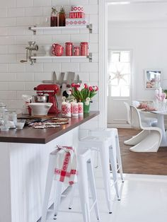 Perfectly Styled Christmas Vignettes