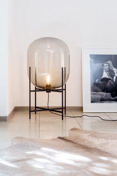 Oda Tischleuchte von pulpo. Sebastian Herkner entwirft mit einem Auge fürs alte Kunsthandwerk – ein moderner Designklassiker von morgen: http://www.ikarus.de/oda-tischleuchte.html
