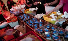 A s'mores bar is the perfect addition to your glamping wedding #glamping #wedding