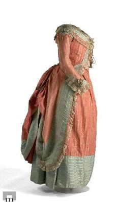 Polonaise c. Museum of Costume example of Zone Front Rococo Atelier: Proper robe à la polonaise: Inspiration and some research 18th Century Dress, 18th Century Costume, 18th Century Clothing, 18th Century Fashion, Vintage Outfits, Vintage Dresses, Vintage Fashion, Retro Mode, Vintage Mode