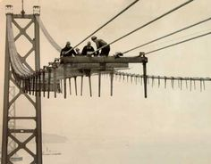 Men building the San Francisco Bay Bridge, / Mixed Historical Photos photos) Old Pictures, Old Photos, Vintage Photos, Framed Pictures, Vintage Photographs, San Francisco California, San Francisco Bay, History Timeline, History Photos