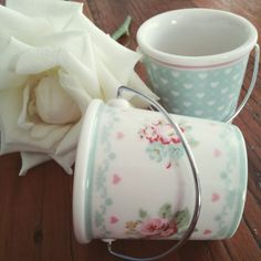 The pattern on these Abelone white small buckets by GreenGate is so pretty.