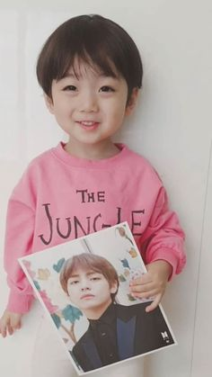 Baby ans v (bts) Cute Baby Boy, Cute Little Baby, Little Babies, Cute Boys, Little Boys, Baby Kids, Cute Asian Babies, Korean Babies, Asian Kids
