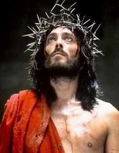 Robert Powell in Franco Zeffirelli's Jesus of Nazareth 1977 Christus Tattoo, Yoga Symbole, La Passion Du Christ, Jesus Crown, Cross Pictures, The Bible Movie, Pictures Of Jesus Christ, Jesus Tattoo, Why Jesus