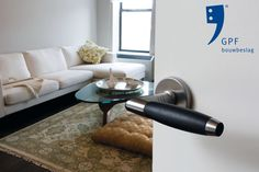 Impression of the GPF Ika handle (GPF4030) combined with a GPF1100.00 rose. This combination and many other door & window products are available at our website (www.tenhulscher.nl)