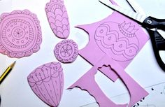 We have already worked with this interesting material that can be etched, cut, shaped, glued, colored and printed. We used the craft foam sheets especially for printing, because it's cheap, i…