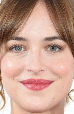 Close-up of Dakota Johnson at the 2015 Michael Kors Tokyo flagship store opening. Dakota Johnson Style, Dakota Mayi Johnson, Celebrity Makeup Looks, Celebrity Beauty, Beauty Full Girl, Cute Beauty, Melanie Griffith, Pale Skin Makeup, Hair Makeup