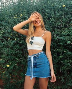 12 looks incríveis com saia jeans in 2019 Tumblr Outfits, Trendy Outfits, Cute Outfits, Tumblr Clothes, Trendy Clothing, Women's Clothing, Skirt Fashion, Fashion Outfits, Womens Fashion