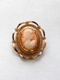 Vintage cameo pin!