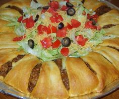 Crescent Roll Taco Bake Ingredients: 2 crescent roll tubes (pillsbury or other) 1 LB ground beef (or ground turkey) 1 packet of ta. Crescent Roll Taco Bake, Crescent Roll Recipes, Crescent Rolls, Taco Roll, Beef Recipes, Mexican Food Recipes, Cooking Recipes, Cooking Ideas, Fish Recipes