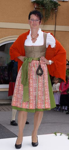 Hier findet ihr die Bilder der Trachtenschau 2015, welche wie jedes Jahr im Rahmen des Schleedorfer Dorffestes stattfand.