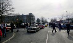 Reims (51) Arrivée de voitures
