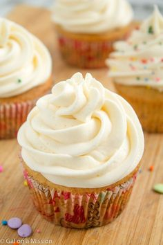 Vanilla Cupcakes with Vanilla Buttercream Frosting on galonamission.com #cupcakes #cupcakeideas #cupcakerecipes #food #yummy #sweet #delicious #cupcake