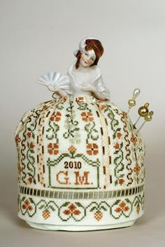 Giulia Punti Antichi - A Flapper Doll Pincushion - Giulia's Designs - Designs