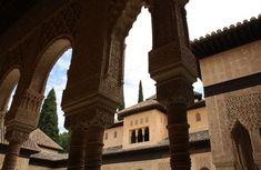 Andalusien war für mich lange ein unerfülltes Traumziel. Wenn ich den Namen der südspanischen Region hörte, dachte ich an ursprüngliche Dörfer im gleißenden Sonnenlicht, an Flamencotänzerinnen und stolze Pferde – und vor allem an die maurische Pracht der Alhambra. Üppige orientalische Architekturschätze, herrlich bunte Fliesen, davon habe ich geträumt. Und ja, genau das habe ich … … Weiterlesen →