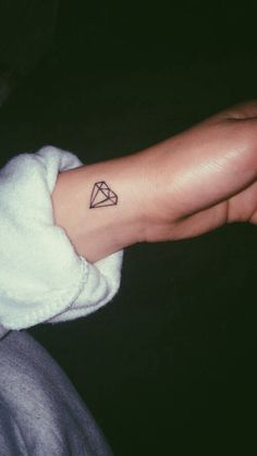 Meaningful Small Tattoos for Women Diskrete Tattoos, Sharpie Tattoos, Dainty Tattoos, Subtle Tattoos, Friend Tattoos, Pretty Tattoos, Wrist Tattoos, Mini Tattoos, Body Art Tattoos
