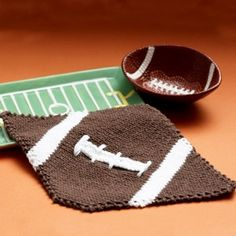 This football-inspired knit dishcloth pattern is one of our favorite Thanksgiving decorating ideas yet!