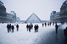 Louvre enneigé