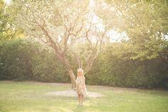 Seancephoto de deux soeurs Elise et Eden à Velleron dans le Vaucluse   Photographe de mariage, portrait, couple, bébé, grossesse, enfant, famille, boudoir. A Velleron, proche Avignon, Cavaillon, Carpentras, Monteux, Orange, Isle sur la Sorgue, Saumane, Coustellet, Gordes, Maubec. Dans le Vaucluse, en Provence, région PACA. http://gap-photo.fr