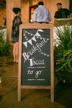 Great idea for those weddings that go into the wee hours of the night ~ we ❤ this! moncheribridals.com