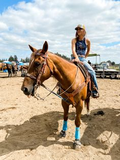 Cute Cowgirl Outfits, Cowgirl Style, Country Life, Country Girls, Cowgirl Pictures, Horse Wallpaper, Rodeo Queen, Rodeo Life, Collie Puppies