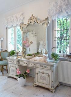 Heavens rosé Cottage: Mein Ostergeschenk - this is such a pretty vanity!