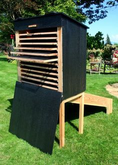How you can make your own Homemade or DIY solar food dryer? Here're 8 free Plans and Ideas for building best solar food dryer. How you can make your own Homemade or DIY solar food dryer? Here're 8 free Plans and Ideas for building best solar food dryer. Diy Solar, Renewable Energy, Solar Energy, Food Dryer, Solar Oven, Greenhouse Plans, Solar Projects, Dehydrator Recipes, Homestead Survival