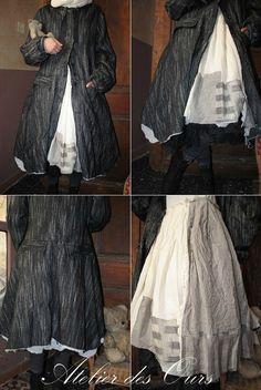 MLLE GLORIA : Manteau chiné noir, robe écrue, jupon en organdi EWA IWALLA