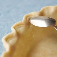 How to Make 7 Special Edges on a Pie Crust. I am the WORST at pie crust edges. No Bake Desserts, Just Desserts, Delicious Desserts, Yummy Food, Dessert Healthy, Pie Recipes, Dessert Recipes, Cooking Recipes, Pie Dessert