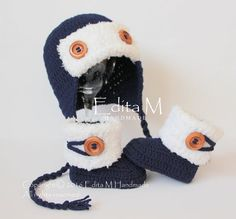 Crochet baby booties and hat set, baby boy set, pilot hat, shoes, navy blue, white, wooden buttons, 0-3 months, baby shower, gift for baby