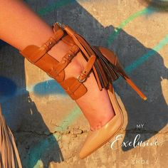 It's just something about a well dressed Woman. Cute Womens Shoes, Cute Shoes, Me Too Shoes, Fly Shoes, Women's Shoes Sandals, Shoe Boots, Shoes Sneakers, Winter Shoes For Women, Shoes With Jeans